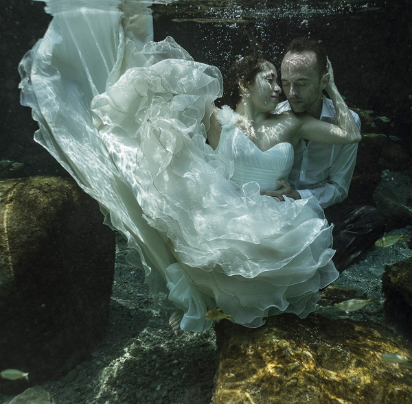 underwater-sesion-trash-the-dress